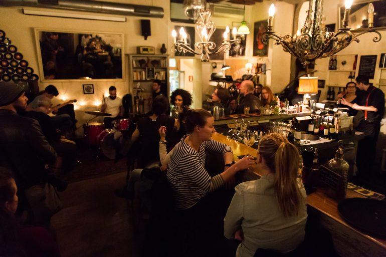 the best bars near rome's piazza navona, etabli