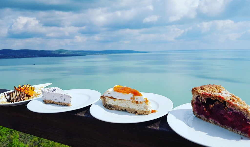 where to eat in tihany