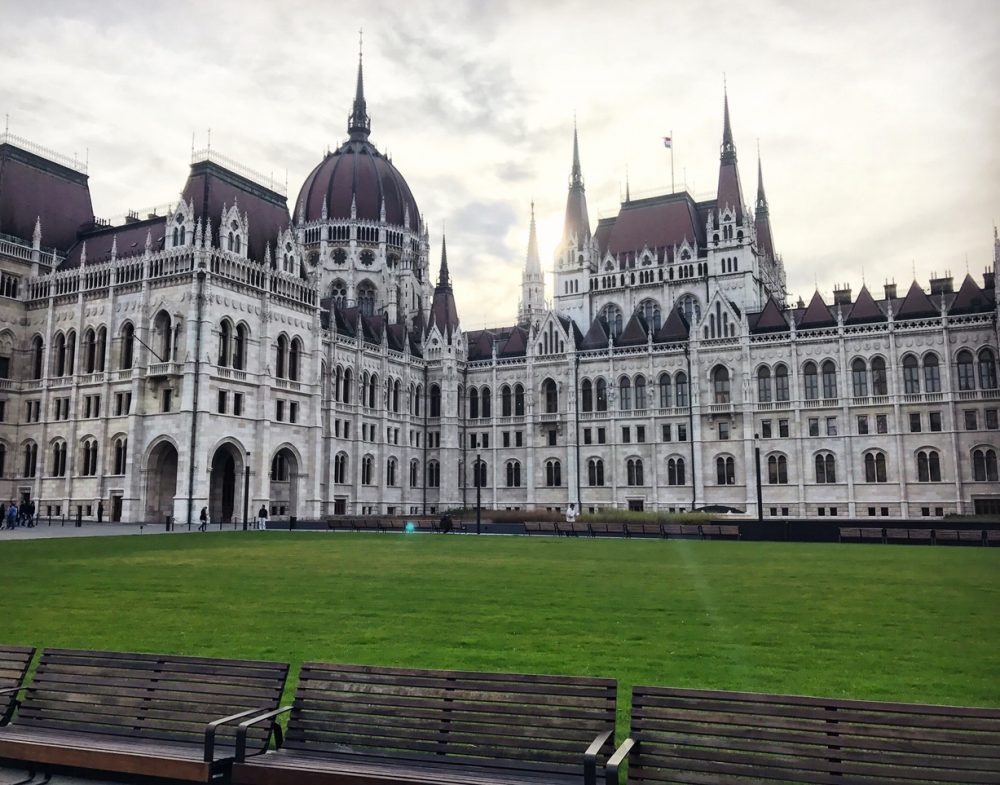 hungarian parliament tour guide